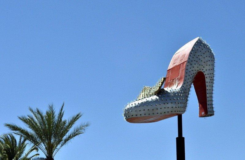 silver-slipper-neon-sign