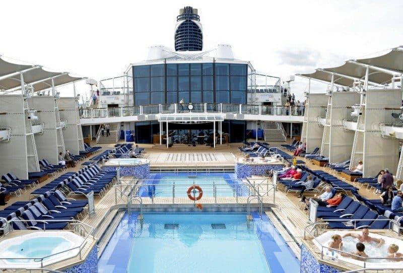 cruise-ship-pool