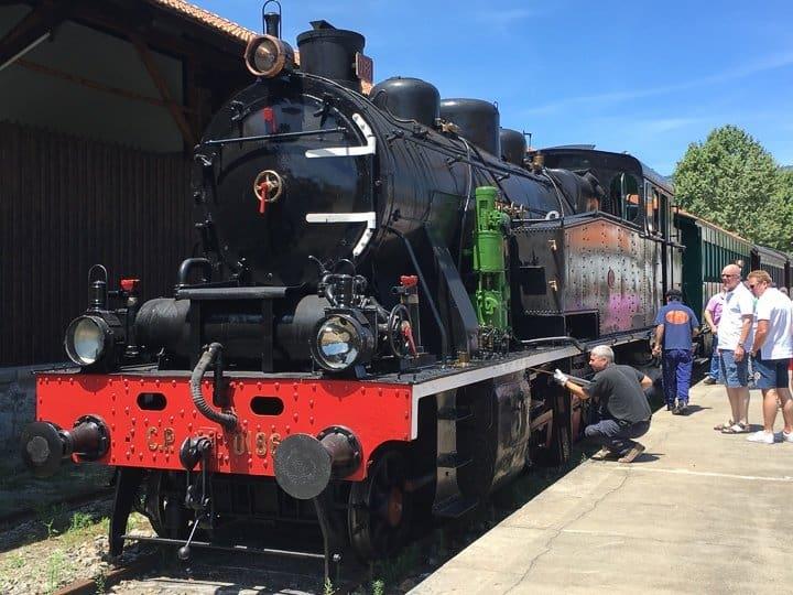 steam-train-douro-valley