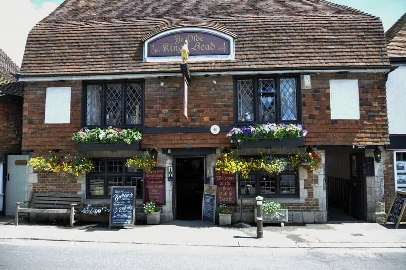 the-kings-head-pub-battle