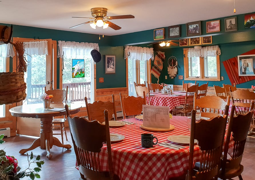 Dining room with red gingham tablecloths