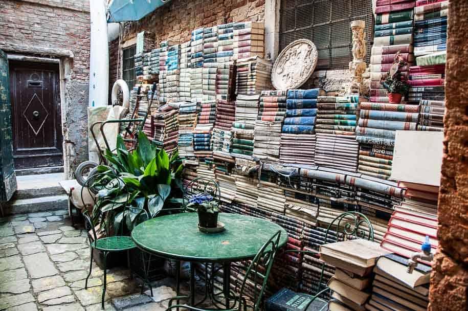 Alta Acqua bookshop Venice