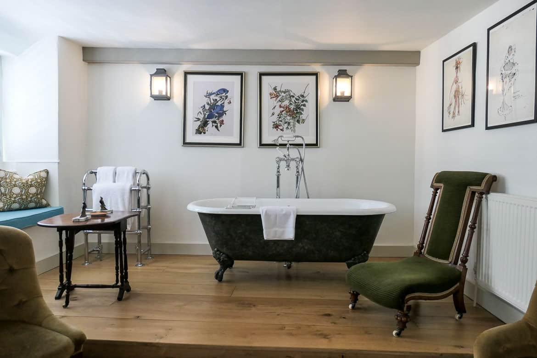 Main bedroom bathtub, Eastbury Cottage, Sherborne